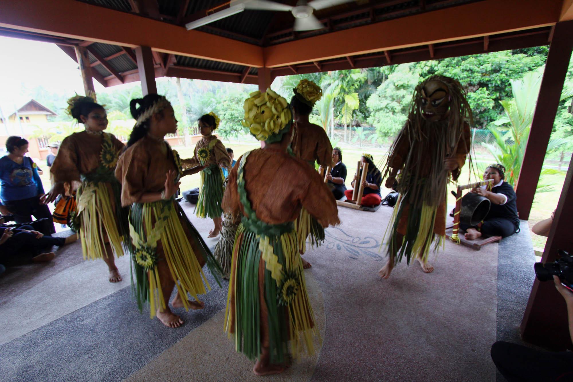Mah Meri Cultural Village Carey Island From Malaysia To The World