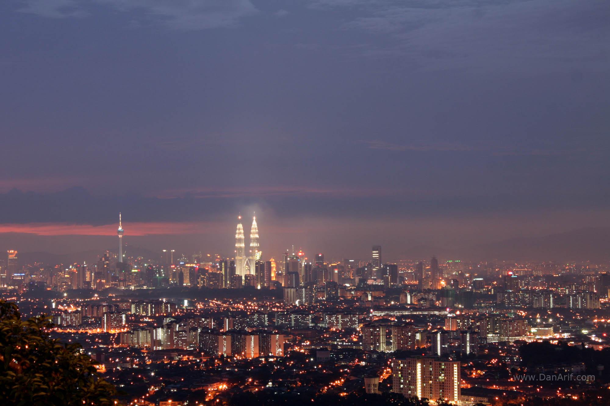 Panorama bandar kuching volvoab for Home wallpaper kuching