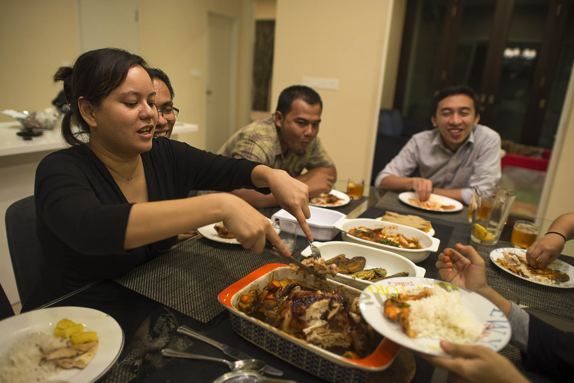 malaysian eating habit Consumer lifestyles in malaysia: the recent sluggish economy combined with currency fluctuations slowed consumer spending, but more recently growth  and home ownership, this report also contains hard-to-find statistics on more specific consumer-related topics like eating and drinking habits, shopping habits, preferred types of stores and.